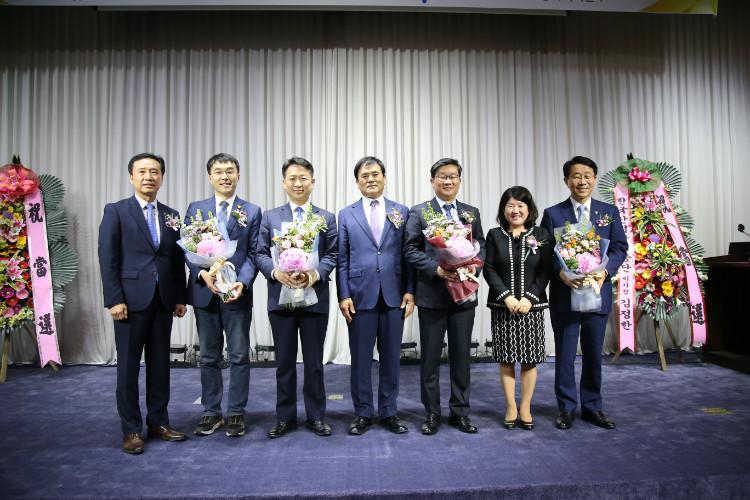 당선자단체사진.JPG